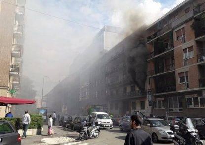 Incendio in via Pordenone, nove intossicati