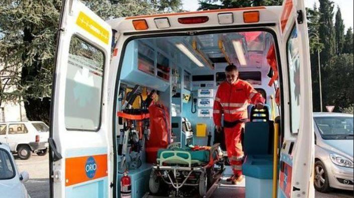 Bambino di 7 anni precipita dal terzo piano: è gravissimo