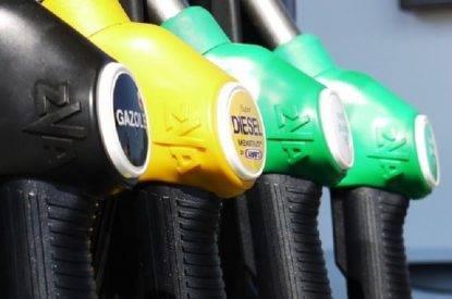 Tasse benzina. Lite tra Toti e il governo