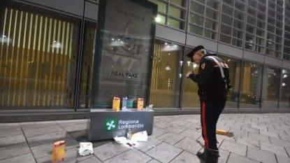Milano, maxi rissa sotto il Palazzo della Regione: due accoltellati gravi