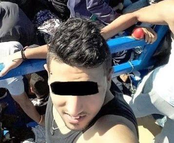 Una imbarcazione in legno con 32 migranti è stata soccorsa a sud di Lampedusa, 7 persone necessitavano di cure mediche e sono state sbarcate a Lampedusa, 25 sono state portate a Pozzallo e tra queste, la Polizia ha fermato lo scafista grazie ad un selfie di un giovane migrante. Tutti nord africani (libici e tunisini), uno di loro era stato condannato in Italia per spaccio e doveva scontare ancora 7 mesi di reclusione, quindi è stato accompagnato dalla Squadra Mobile presso il carcere di Ragusa, 6 novembre 2016. ANSA/UFFICIO STAMPA POLIZIA DI STATO