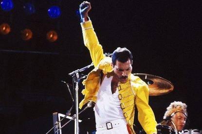 Freddie Mercury: il grande frontman dei Queen ci lasciava 25 anni fa