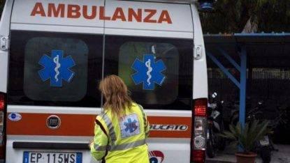 Milano, a fuoco una baracca: grave una 18enne