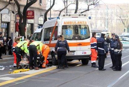 Quinto Romano, incidente tra auto e bus: dieci persone ferite, due gravi