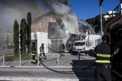 L'auditorium di via Albergotti in fiamme a Roma