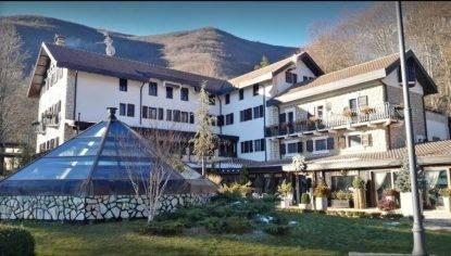 Hotel Rigopiano, lo strazio del papà di Emanuele:
