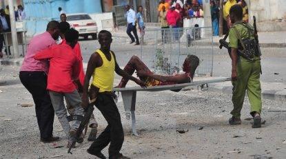 Somalia, autobomba al Shebab in un hotel di Mogadiscio: almeno 7