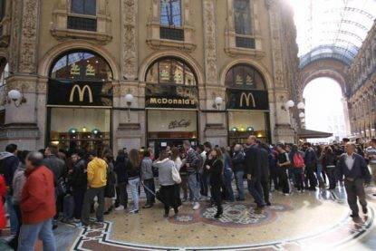 Milano, falso allarme da McDonald's per un compattatore guasto:
