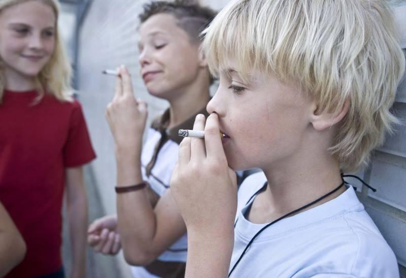 Il libro siccome è facile da smettere di fumare per donne
