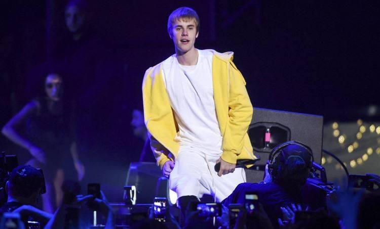 Finto Justin Bieber in chat per adescare minorenni: arrestato prof universitario