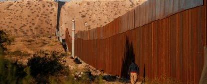 il muro eretto da trump tra Usa e Messico