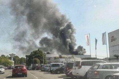 Marnate: distrutto dalle fiamme lo stabilimento della Piatti Freschi Italia