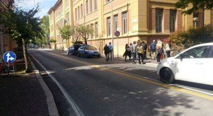 Dramma a scuola: studentessa 15enne cade dalla finestra del secondo piano