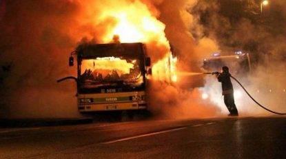Bus prende fuoco in galleria, morti 11 bambini e l'autista