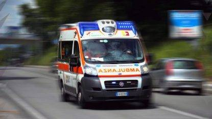 Madre investita per errore da figlio Legnano, drammatico incidente