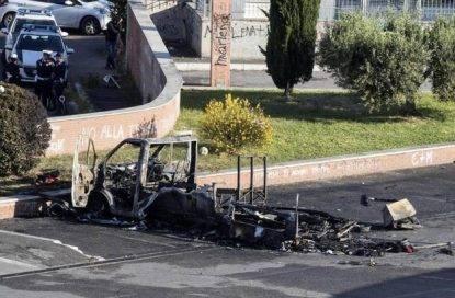 Roma, incendio nel camper: due bambine e una ragazza perdono la vita