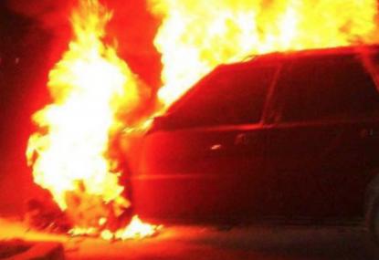 Cassola, auto va fuori strada, conducente muore carbonizzato