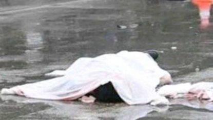 Giovane morta e avvolta in tappeto lasciata in strada tra i sacchetti