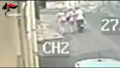 Papà scippatore col figlio sullo scooter, arrestato a Napoli