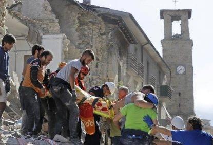 Terremoto, dietrofront sugli sms solidali: i soldi alle scuole e ad Arquata