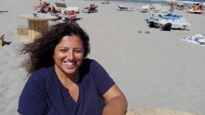 Ferrara, presidente Arcigay richiamata in spiaggia per