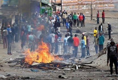 Kenya, Kenyatta confermato presidente ma esplode la violenza