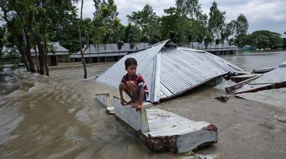 Mumbai, crolla palazzo: 40 sepolti In Asia 1200 morti per le inondazioni