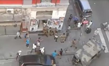 Via Firenze, militari circondati e aggrediti da un gruppo di immigrati