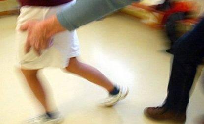 Catania: violenza sessuale nei confronti di 2 minorenni, mamma in manette