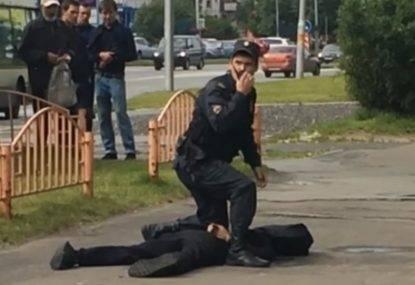 Terrore anche in Russia: aggredisce passanti con un coltello, ucciso dalla Polizia