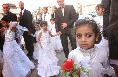 Vende la figlia per 15mila euro: doveva sposare un serbo