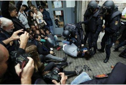 Spagna. Voto indipendentista tra gli scontri. Barcellona: 460 feriti