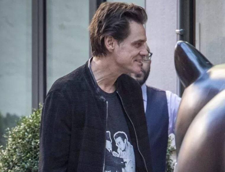 Jim Carrey irriconoscibile: viso tirato e fisico fragile ...