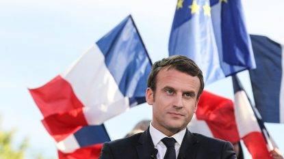 Il cane Nemo imbarazza Macron: fa pipì durante un incontro all'Eliseo