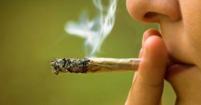 Marijuana, chi la fuma fa più sesso. La Stanford University sulla MARIJUANA