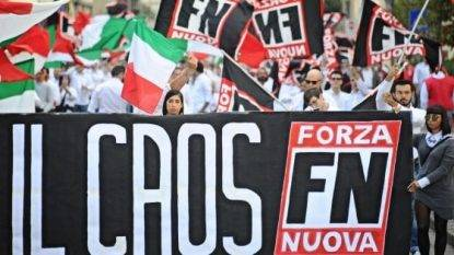 Il corteo di Forza Nuova sfila a Roma, organizzatori: