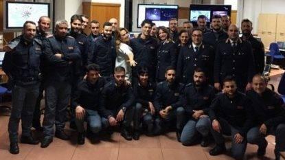 Picchetto d'onore in questura mentre arriva Barbara D'Urso: il video su Instagram