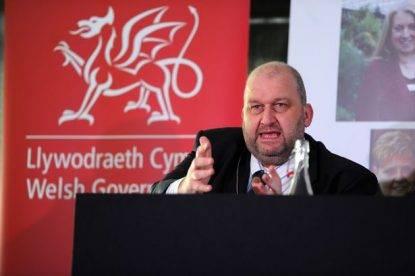 Trovato morto ministro gallese sotto inchiesta per molestie sessuali