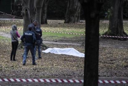 Omicidio a Milano, anziana sgozzata nel parco