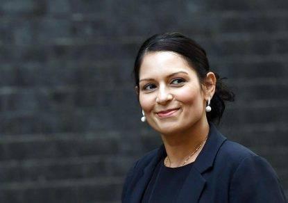 Gb, ministra rischia il posto: governo May ad un passo dal baratro