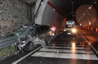 Pompegnino di Vobarno, auto contro la galleria: muore bimbo di 4 anni