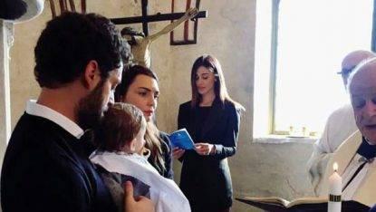 Belen: madrina bollente al battesimo! I fan impazziscono…