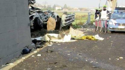 Scontro tra tir in A14, un morto e traffico paralizzato