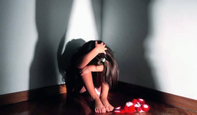 stupro bimba generica