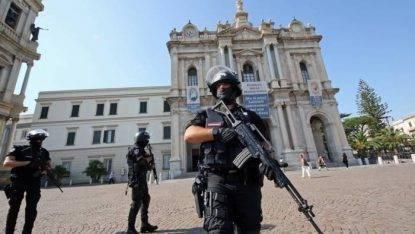 Algerino si lancia con l'auto contro la folla: terrore a Pompei: ecco la condanna