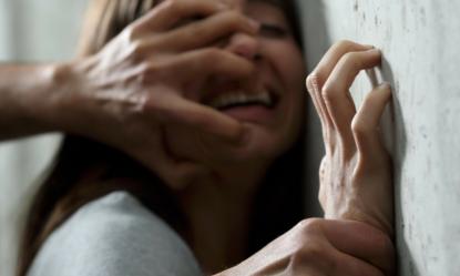 Milano: 19enne violentata, il fidanzato picchiato e la loro auto rubata: fermato lo stupratore