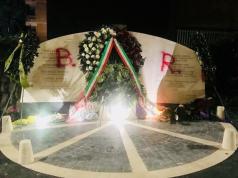 """Via Fani, imbrattato il monumento di Aldo Moro: sopra la scritta """"Brigate Rosse"""""""