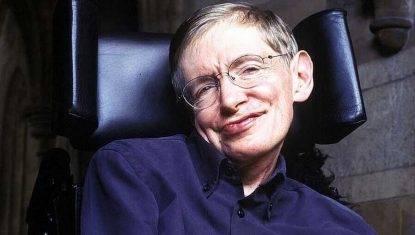 Addio a Stephen Hawking, lo scienziato con la SLA che ci spiegò il cosmo