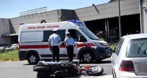 Incidente stradale a Ferrara, perde la vita un motociclista