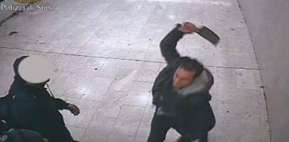 Minaccia passanti armato di machete e martello in stazione- arrestato giovane a Busto Arsizio.